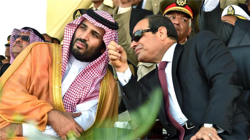 Il re saudita Salman bin ʿAbd al-ʿAziz al Saʿud (sinistra) e il presidente egiziano as-Sisi (destra)