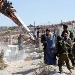 TERRITORI OCCUPATI. Tre feriti a Hebron, demolizioni a Gerusalemme