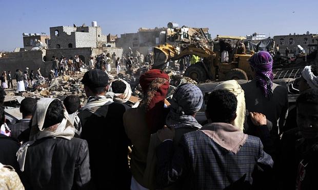 Il luogo di un raid saudita a Sana'a (Foto: Hani Ali/Xinhua/Corbis)