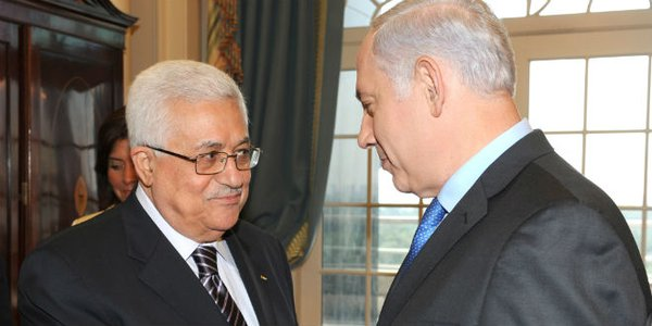 A sinistra il presidente dell'Autorità palestinese, Mahmoud Abbas. A destra il premier israeliano Benjamin Netanyahu
