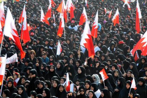 Migliaia di manifestanti bahreniti protestano contro la monarchia di re Hamad a Rifaa', 11 marzo 2011. (Foto: UPI/Isa Ebrahim)