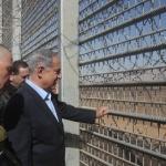 """Netanyahu: """"Israele sarà circondato interamente da una barriera"""""""