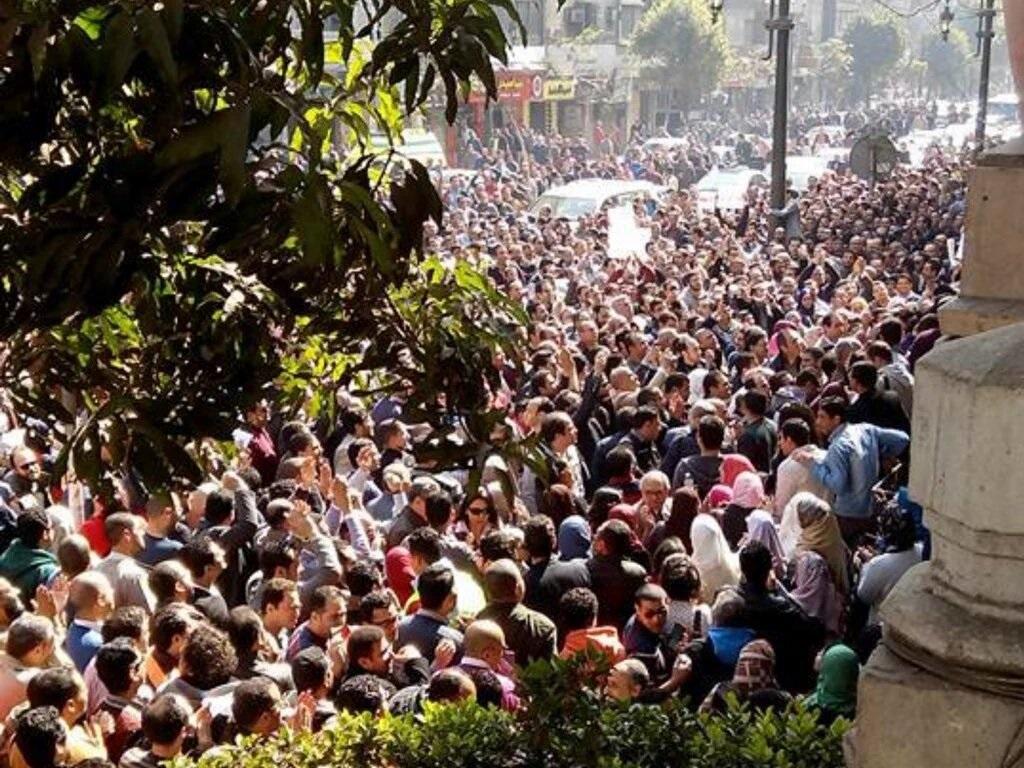 Dottori in piazza ieri al Cairo