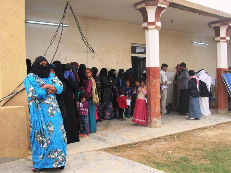 In fila per la clinica di Msf (Foto: Chiara Cruciati)