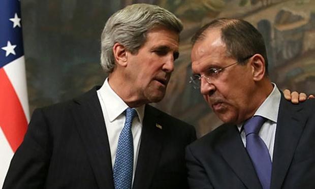 Da sinistra a destra: il Segretario di stato Usa John Kerry e il ministro degli esteri russo Sergei Lavrov. (Foto: Sergei Ilnitsky/EPA)