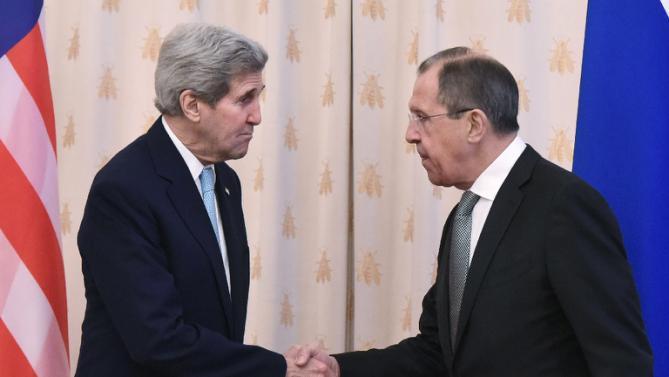 Da sinistra a destra: il Segretario di Stato Usa John Kerry e il ministro degli esteri russo Sergei Lavrov