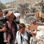 Esercito israeliano demolisce 24 case palestinesi a sud di Hebron