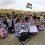 TERRITORI OCCUPATI. I bulldozer israeliani demoliscono una scuola beduina