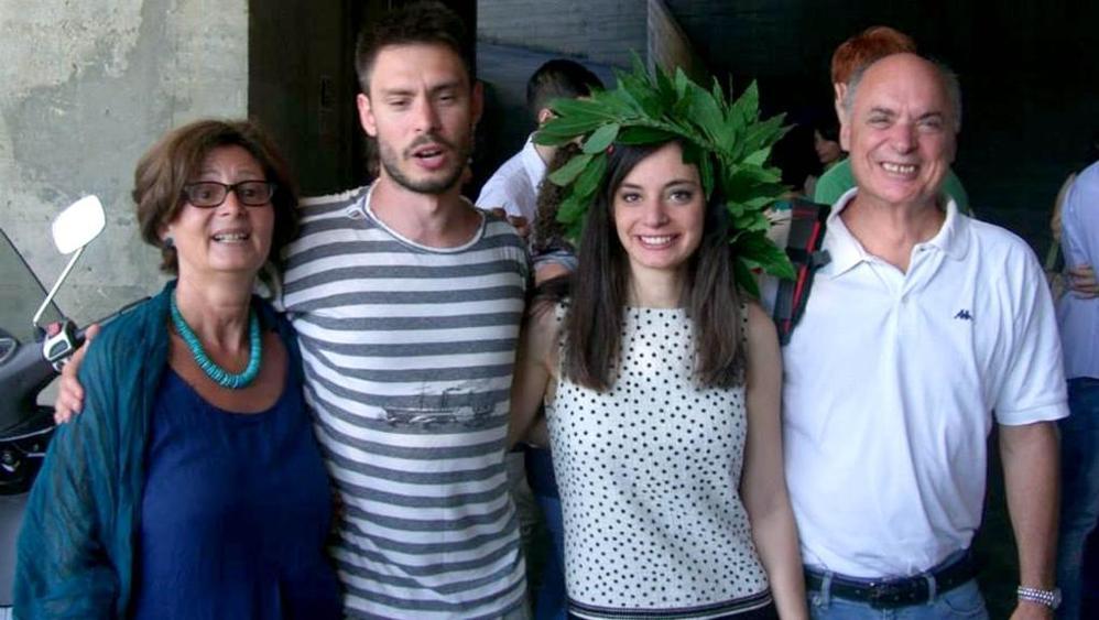 Giulio Regeni con la madre, il padre e la sorella (foto da internet)
