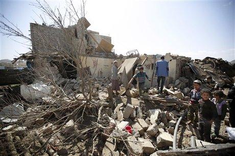 Il mercato colpito in Yemen sabato (Fonte: Naharnet)