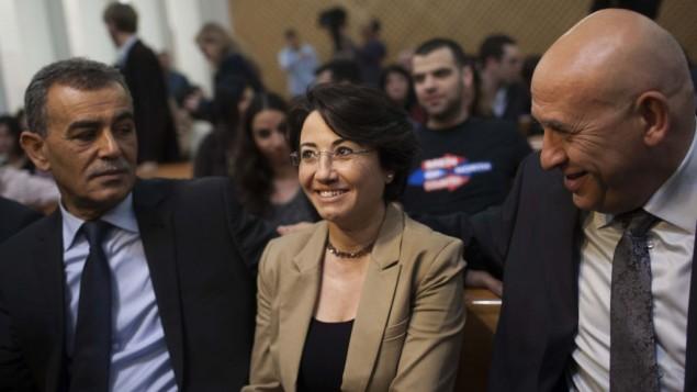 Al centro la parlamentare palestinese Hanin Zoabi e a sinistra Jamal Zahalka (Foto: Yonatan Sindel/Flash90 )