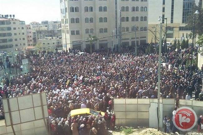 Insegnanti in piazza ieri a Ramallah. (Foto: Ma'an)
