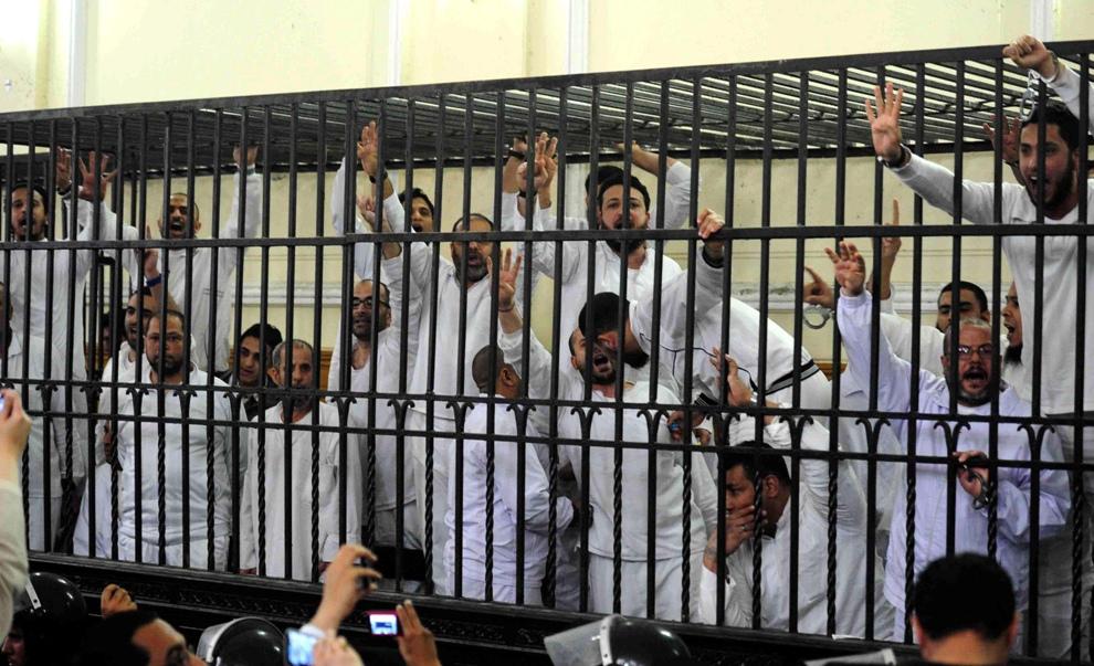 Sostenitori dei Fratelli Musulmani in tribunale (Fonte: http://www.independent.ie/)