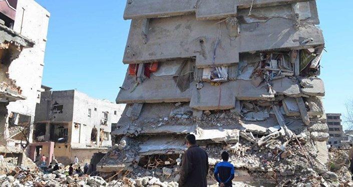 Edificio distrutto a Cizre (Foto: Sputnik/ Ömer Faruk Baran)