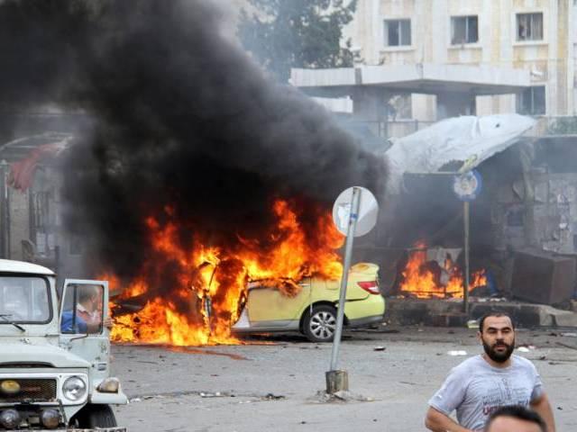 Auto in fiamme in seguito ad una delle esplosioni che hanno colpito Tartous oggi. Foto Sana