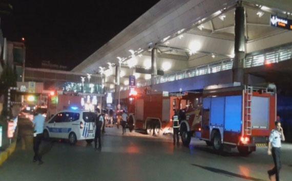 Aeroporto Ataturk di Istanbul dopo il duplice attentato di stasera. Fonte: Zaman