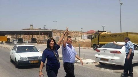 Khalida Jarrar al momento del rilascio (Fonte: Twitter)