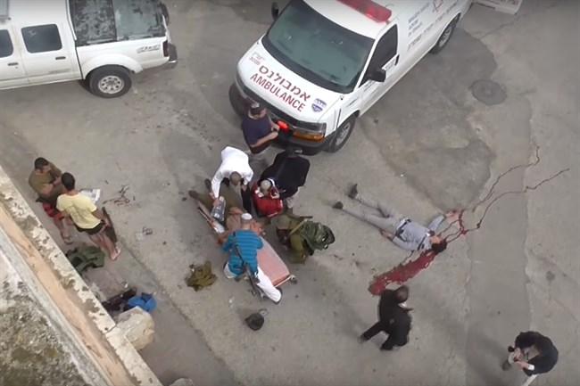 Fotogramma del video di B'Tselem in cui si vede il corpo senza vita di al-Qasrawi