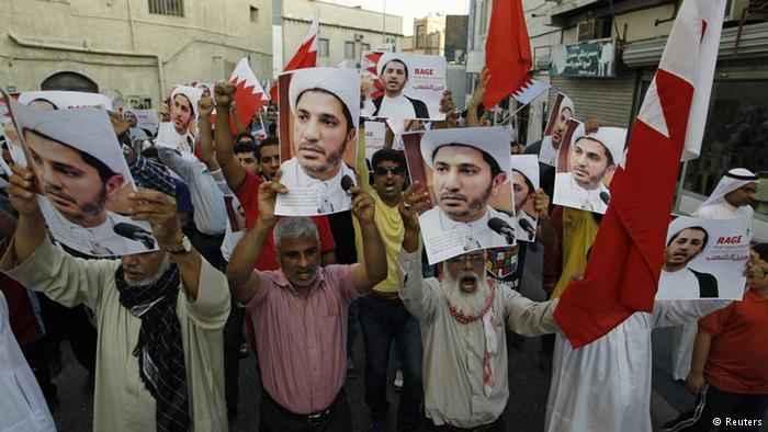 Manifestanti chiedono la liberazione di Shaykh Ali Salman, leader di al-Wefaaq