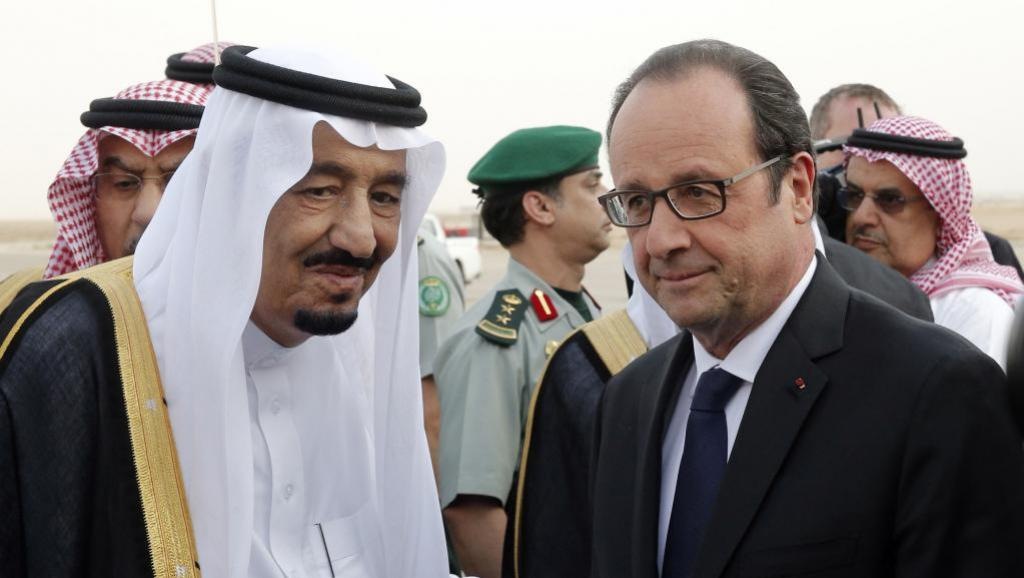 Il re saudita Salman e il presidente francese Hollande (foto Reuters)
