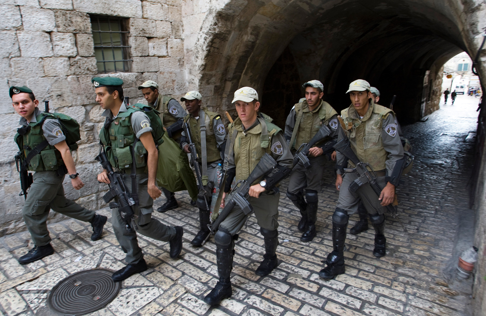 Polizia israeliana a Gerusalemme (foto Reuters)