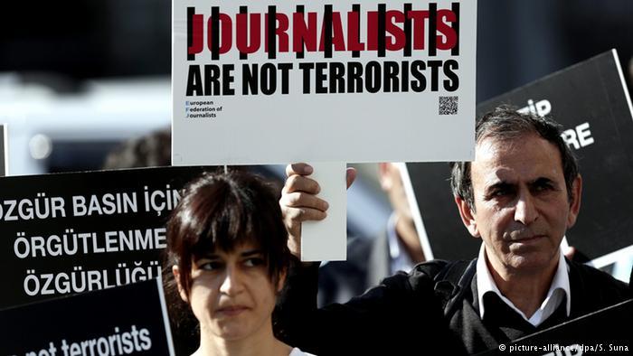 Manifestazione dei giornalisti turchi (Foto: Alliance/Dpa/S.Suna)