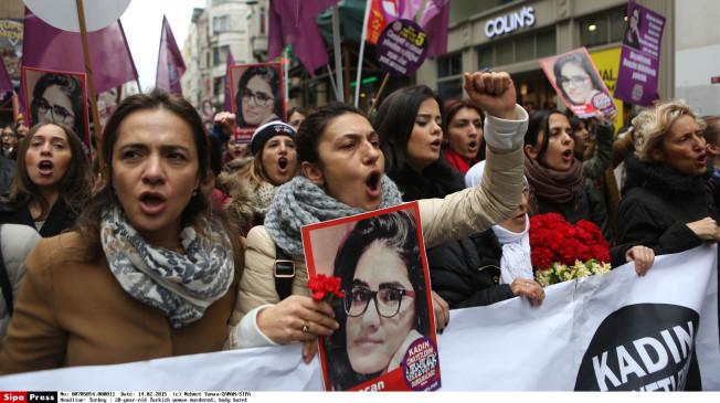 Una manifestazione contro la violenza sulle donne in Turchia (Foto: SipaPress)
