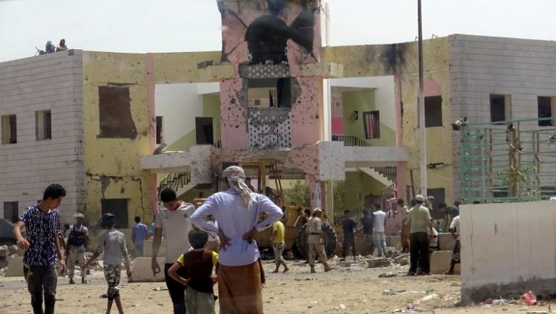 Conseguenze dell'attentato suicida ieri ad Aden. (Foto: Reuters)
