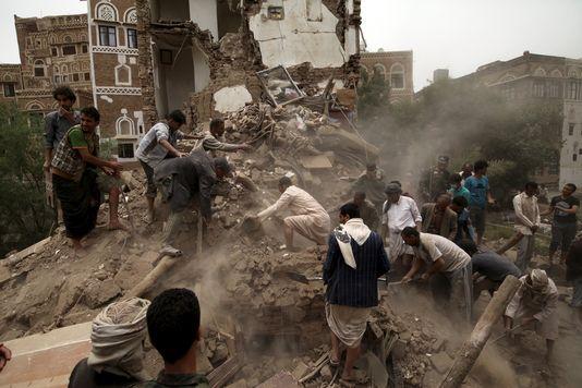 Devastazione nella capitale yemenita Sana'a (Fonte: LeMonde)