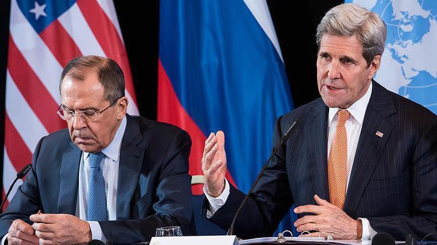 Il ministro degli esteri russo Lavrov (a sinistra) e il Segretario Usa Kerry