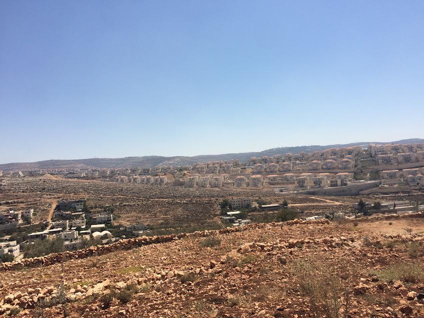 La colonia di Beitar Illit giunta ormai alle porte di Wadi Fukin (foto Nena News)