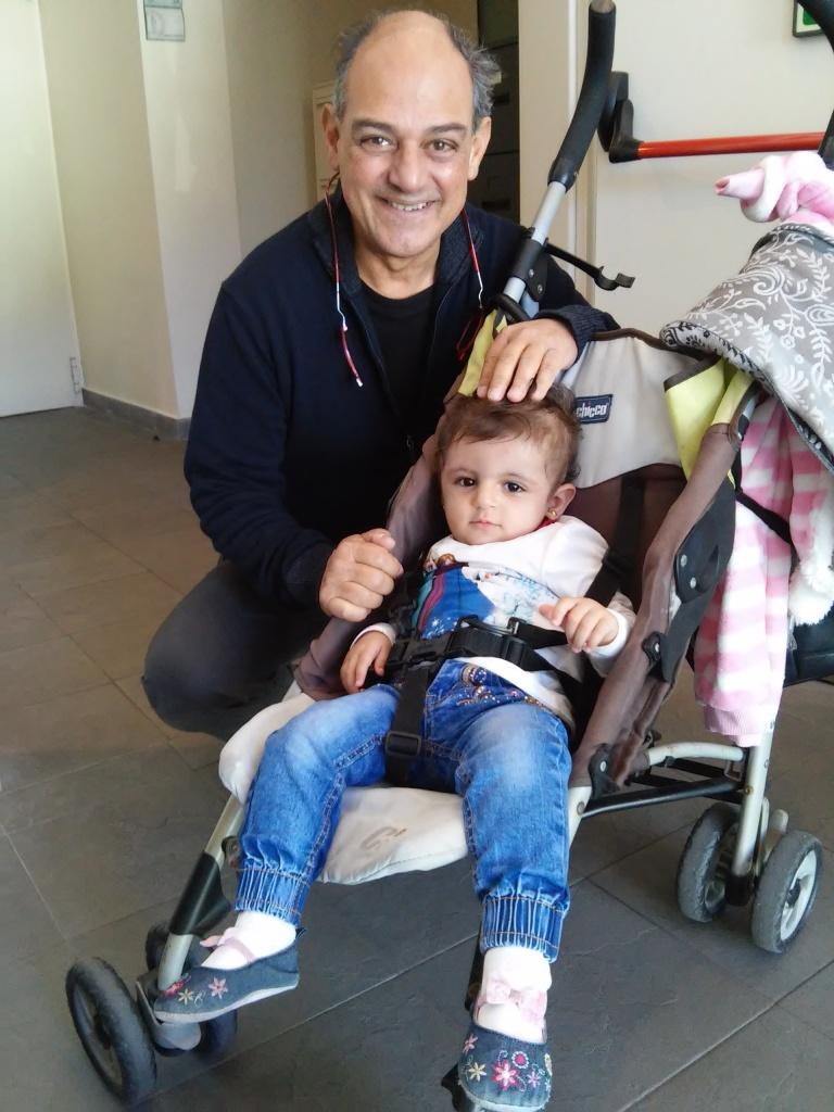 Zaina con il dr. Lorenzo Genitori che l'ha visitata. (Foto: Pcrf-Italia)