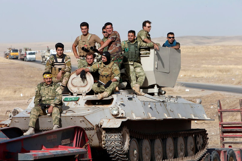Peshmerga impegnati nella controffensiva su Mosul (REUTERS/Azad La)