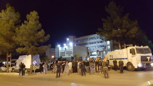 La sede del comune di Diyarbakir, perquisita ieri sera (Fonte: Twitter)