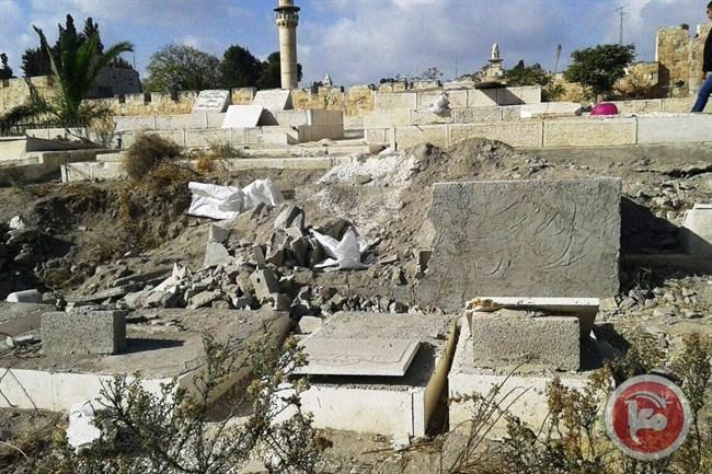 I danni al cimitero di Bab al-Rahma (Foto: Ma'an News)