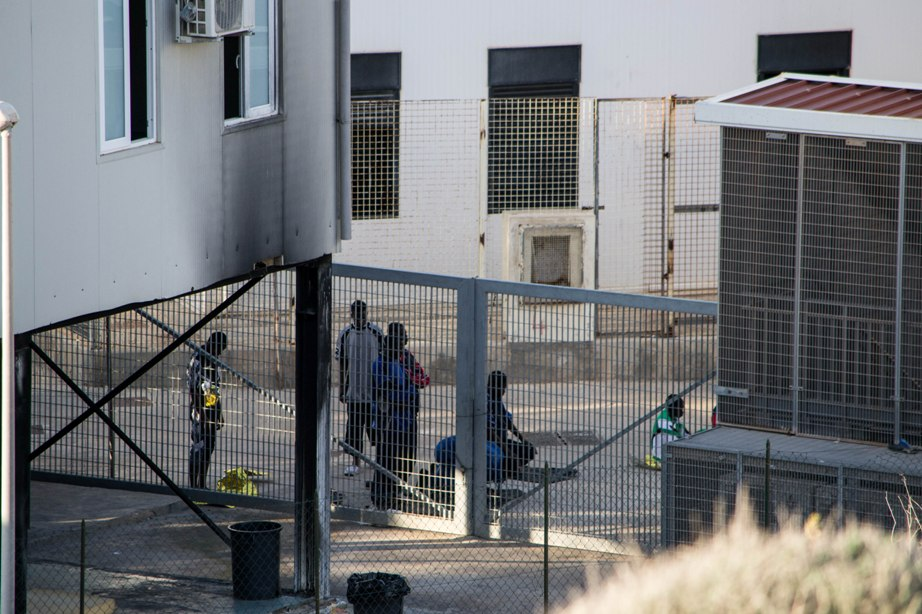 Hotspot a Lampedusa (Foto: Rosa Schiano/Nena News)