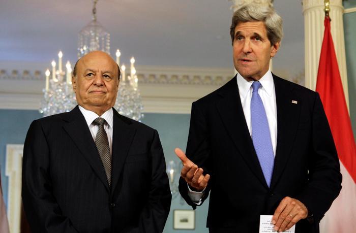 Il presidente yemenita Hadi con il segretario di Stato Kerry nel 2013 (Foto: Reuters/Yuri Gripas)