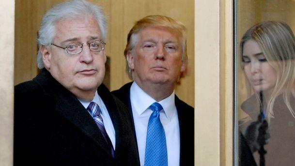 Il nuovo ambasciatore statunitense in Israele Friedman insieme a Trump