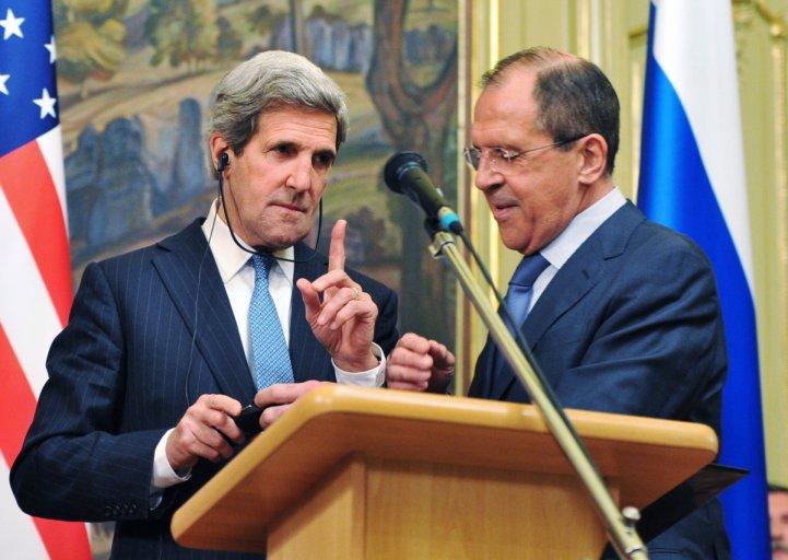 Il segretario di Stato Usa Kerry e il ministro degli Esteri russo Lavrov (Foto: Reuters)