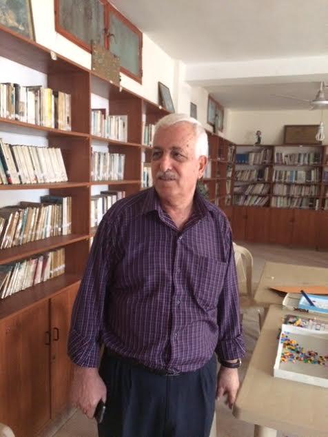 Abu Mujahed, nella libreria del CYC (foto Michele Giorgio)