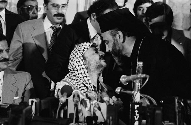 Monsignor Capucci insieme al leader palestinese Arafat