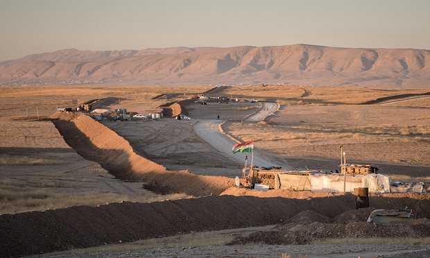 La barriera in costruzione vicino Bartella (Foto: Cengiz Yar/The Guardian)