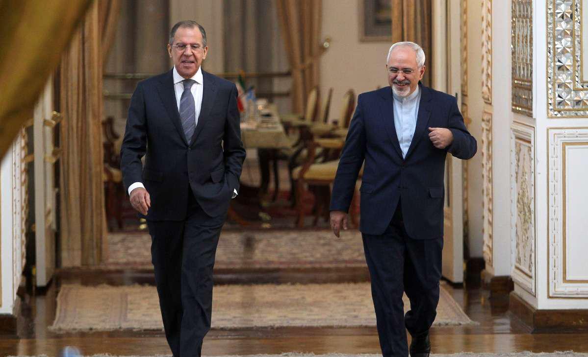 Da sinistra a destra: i ministri degli esteri russo Lavrov e iraniano Zarif