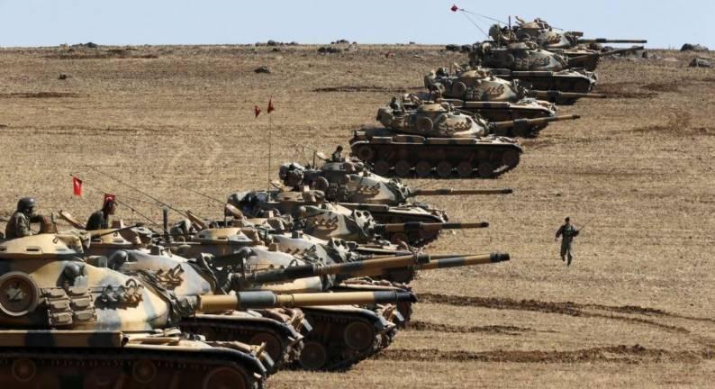 Carri armati turchi al confine siriano