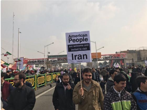 Un'immagine della manifestazione a Teheran (Twitter/Farahmand Alipour)