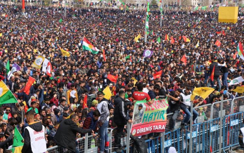 Newroz a Diyarbakir (Fonte: Twitter)