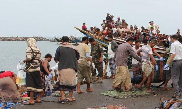 Il soccorso ai profughi somali sopravvissuti in Yemen (Foto: Abduljabbar Zeyad/Reuters)
