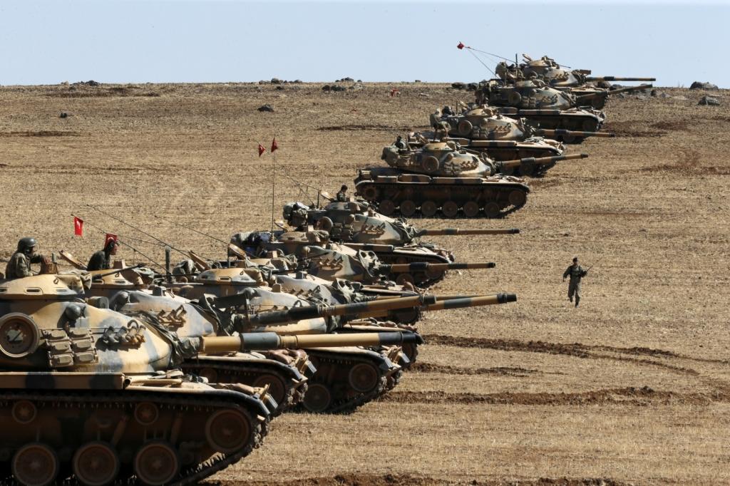 Tank turchi al confine turco-siriano. (Foto: Umit Bektas/Reuters)