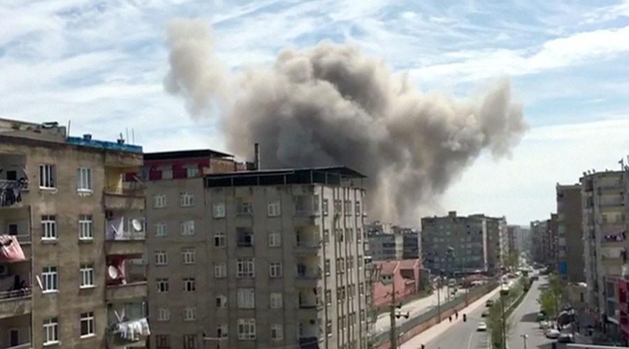 Diyarbakir, Turchia. Esplosione a Baglar 11 aprile 2017 (Reuters TV / Reuters)