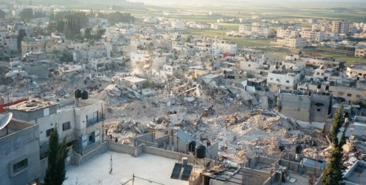 Il campo profughi di Jenin dopo l'attacco israeliano del 2002 (Fonte: http://i254.photobucket.com)